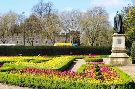 Cathays Park: carteiros coloridos