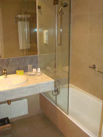 Hotel Paseo del Arte: Bathroom