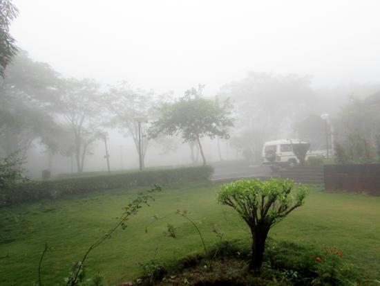 Holiday Homes: Rain and fog