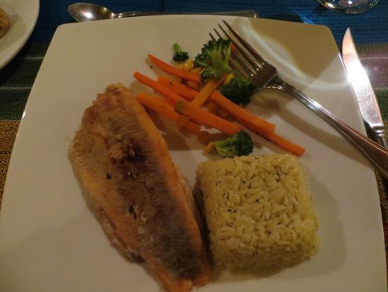 Cabanas del Lago - comedor : Fish served elegantly