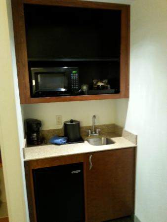 SpringHill Suites Lynchburg: Small Kitchen area
