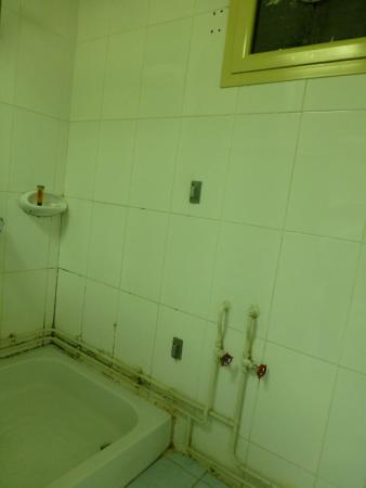 La Villa Hotel: baño