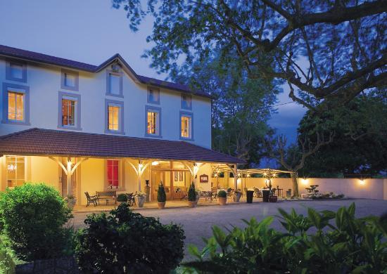 Auberge du pont du chalon marges restaurant avis for Exterieur nuit