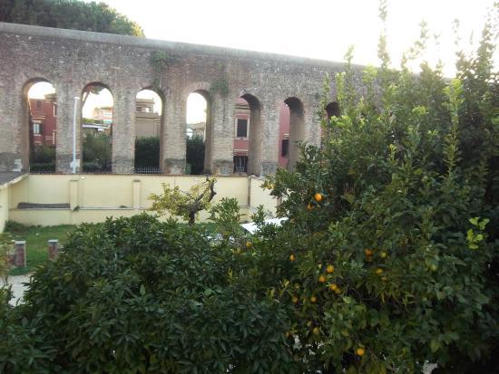 Villa Lanusei: vue de la chambre au 1er étage