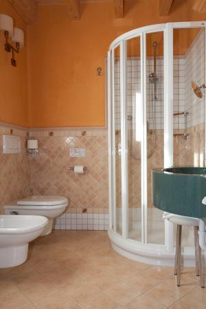 Bio Hotel Villa Cecilia: Bagno con doccia