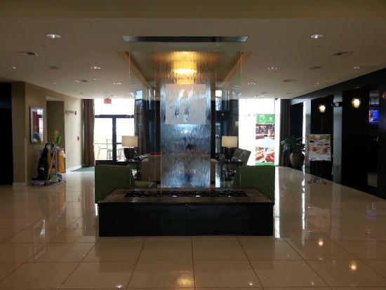 Holiday Inn Mobile - Airport: The front entrance