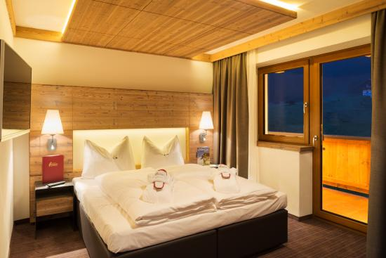 schlafzimmer mit boxspringbetten trennbar bild von alpinhotel berghaus tux tripadvisor. Black Bedroom Furniture Sets. Home Design Ideas