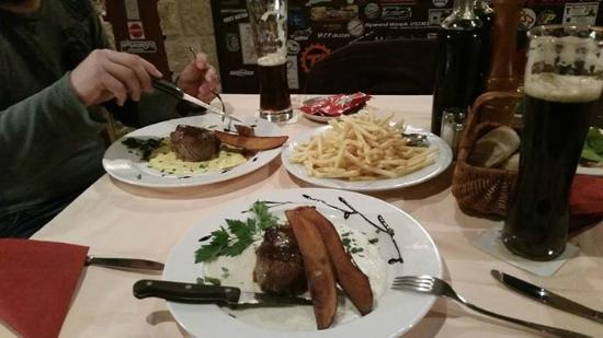 Pizzaria Pistenklause: our steak dinner