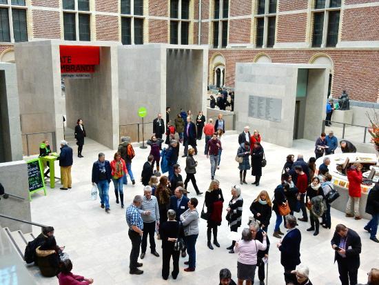 Hal voor de ingang binnen foto van rijksmuseum amsterdam