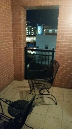 Hilton Garden Inn Chattanooga Downtown : Balcony off room