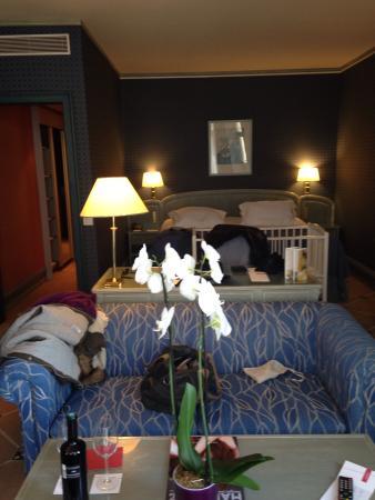 Hôtel Martinez : Chambre Avec Lit De Bebe