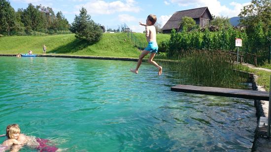 Camping Sobec : naturschwimmbad durch die sava gefüllt
