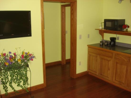 Garden Gate Get-A-Way Bed & Breakfast: Kitchenette in Summer Breeze Suite, Garden Gate Get-A-Way B&B