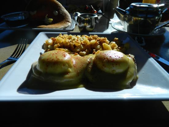 Proud Mary's Restaurant: Eggs benedict