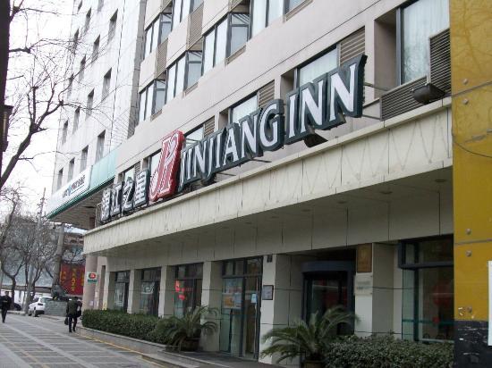 Jinjiang Inn Xi'an Jiefang Road Wanda Square: Main entrance to hotel
