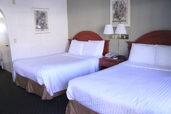 Redwood Creek Inn: Room with 2 Double Beds