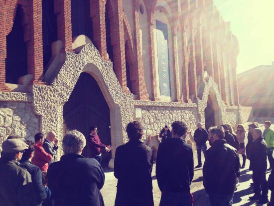La monumental Catedral del Vino de Nulles en una de su actividades enoturísticas.