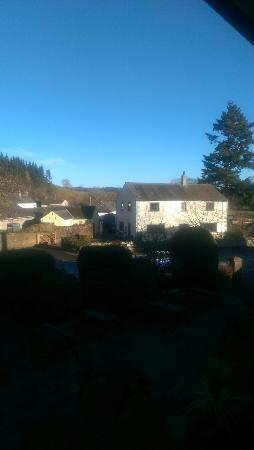 Pooley Bridge Inn: We woke up to this...view from balcony room 1