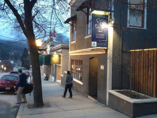 Dancing Bear Inn: outside