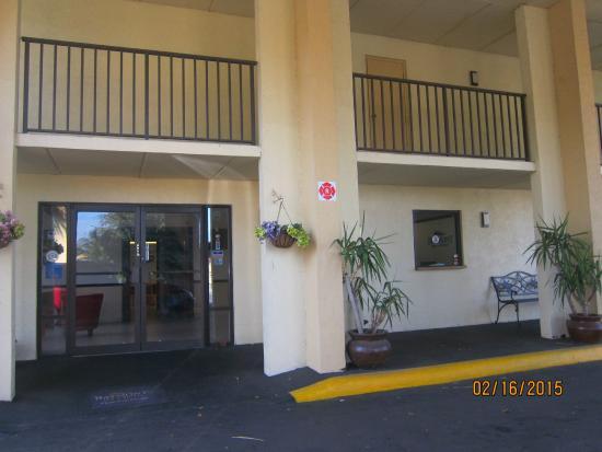 Baymont Inn and Suites Kissimmee: lobby entrance