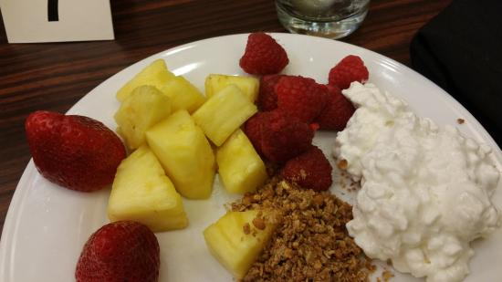 Hilton Garden Inn Fort Worth Medical Center: Fresh fruit is so AWESOME when you are traveling!