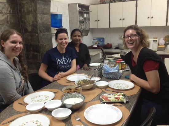 Grace Home : Sharing a meal win the kitchen