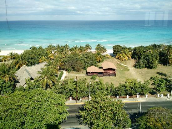 Hotel Sunbeach: Vista de la Playa del Sun Beach By Excellence Style Hotels desde la discoteca Eclipce.