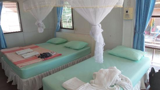 Libong Beach Resort: Good beds and beatifully made when you arrive.