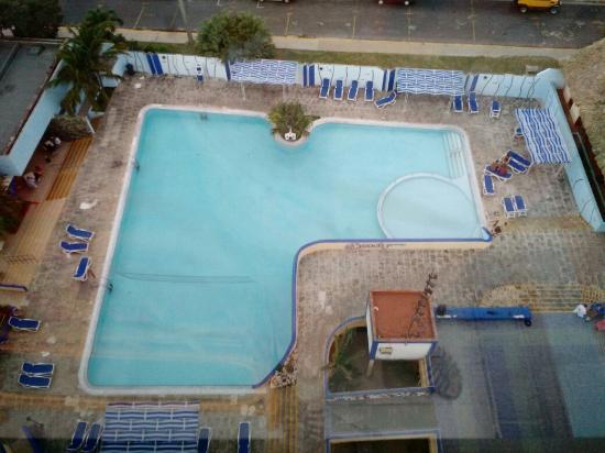 Hotel Sunbeach: Piscina Sun Beach By Excellence Style Hotels, en la noche tiene luces led.