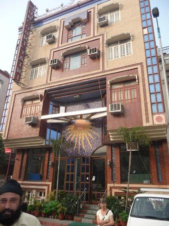 Suncourt Hotel Yatri: Front of Hotel