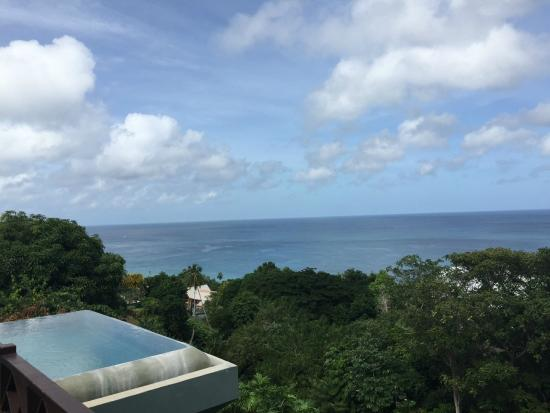 The Villas at Stonehaven: View of Infinity Pool