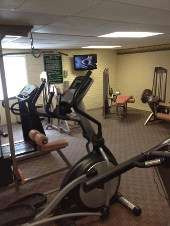 Ramada Plaza Portland : Fitness Center. No free weights/dumbbells but good variety of machines.