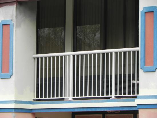 Bella Oasis Hotel: Walkway