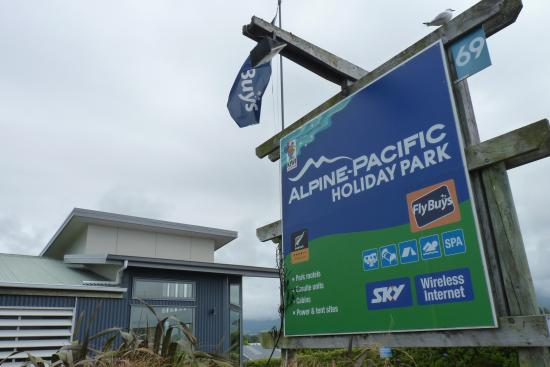 Entrance to Alpine-Pacific Holiday Park.