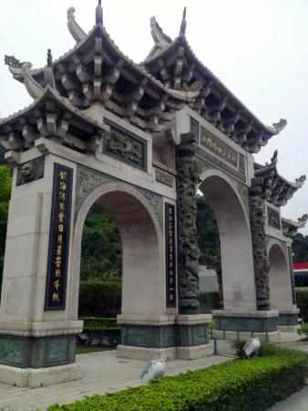 Seac Pai Van Park - Chinese archway