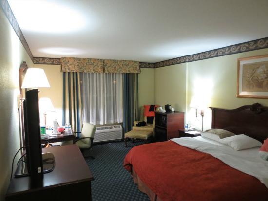 Country Inn & Suites By Carlson, Tampa/Brandon: reasonably spacious room