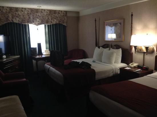BEST WESTERN Greenfield Inn: Room w/ 2 queen beds