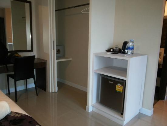 The AIM Sathorn Hotel : Mini bar, wardrobe, safety box, working desk
