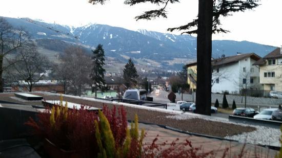 Hotel Lowenhof: Vue sur le devant de l hôtel