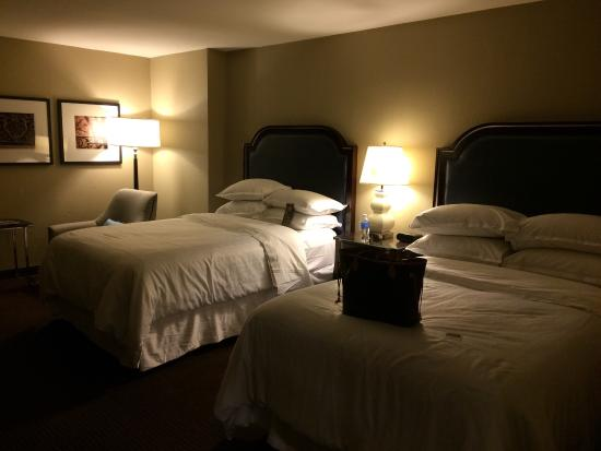 Sheraton New Orleans Hotel: Heavenly Beds + 4 Pillows