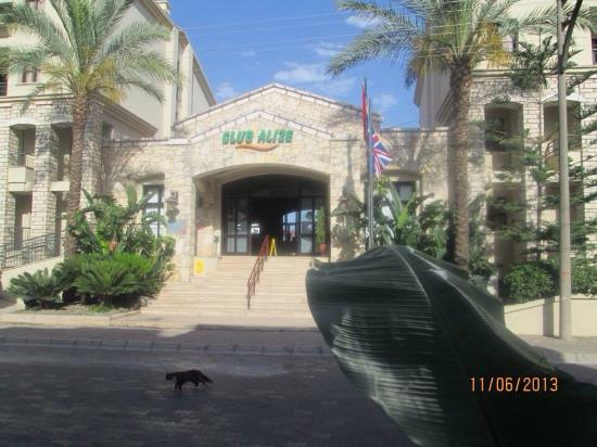 Club Alize: Front of hotel