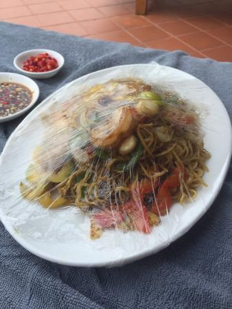 Sofitel Phnom Penh Phokeethra: Terrible food straight from the microwave. Cling wrap and all.
