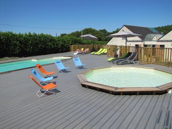 Guegon, France: piscine