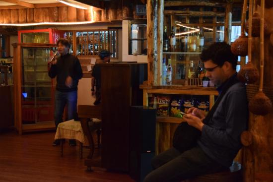 Masferre Country Inn and Restaurant : There was live music and wifi in the dining area