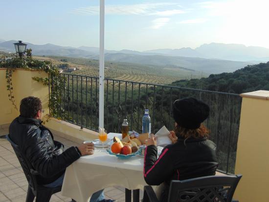 y un placentero desayuno en el mirador Sierra de Araceli
