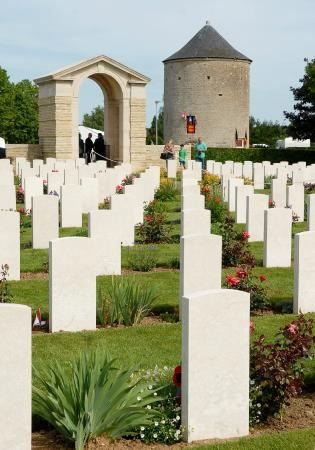 D Day Landing Tours: Cemetery