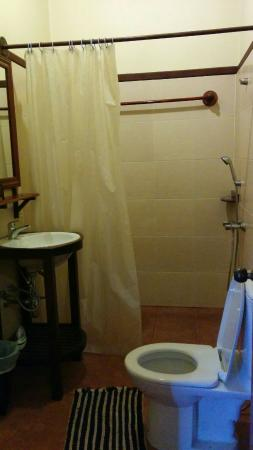 Villa Champa: Washroom - hot water and great water pressure