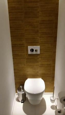 V-Hotel: Toilet