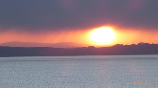 Residence Nemea Le Domaine de Bertheaume : lever du soleil face de la résisdence