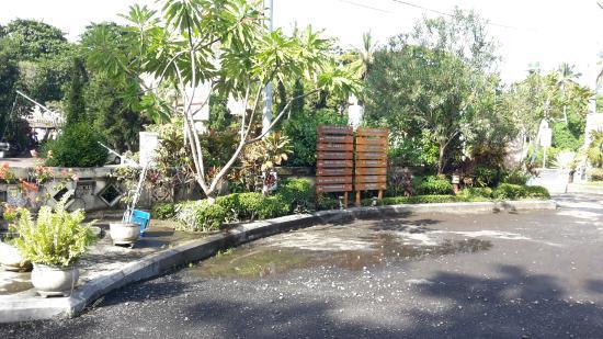 Aruna Senggigi: Halaman Depan Hotel